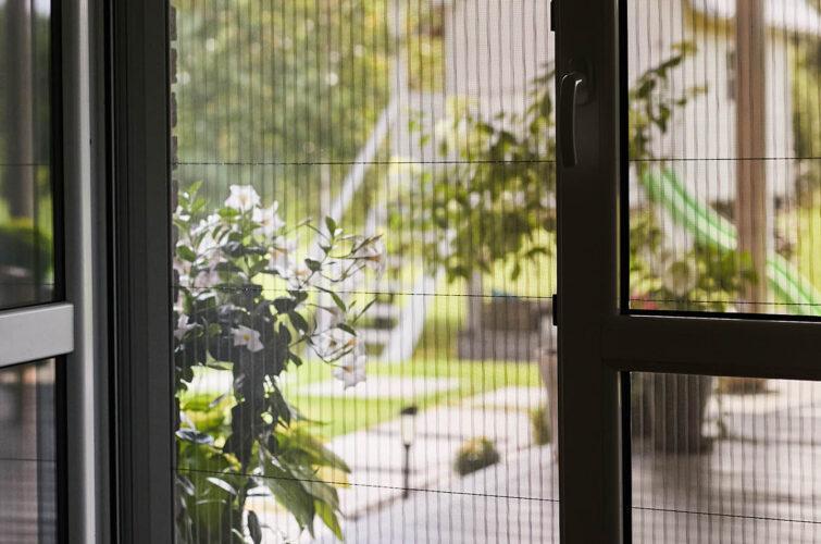 otwarte-drzwi-balkonowe